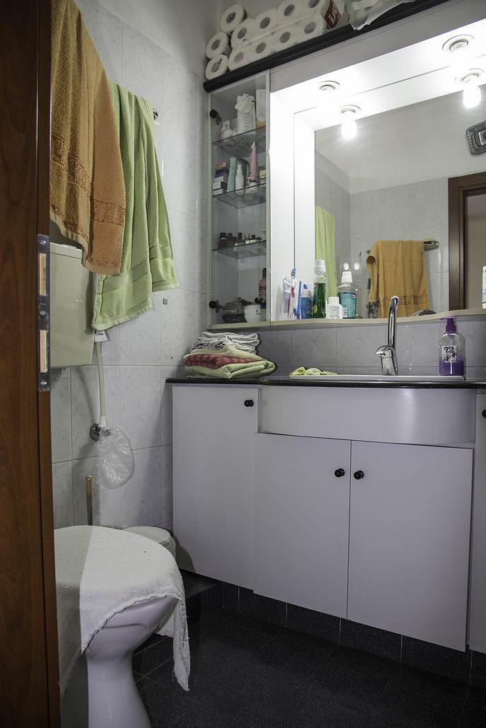 המקלחת לפני השיפוץ.