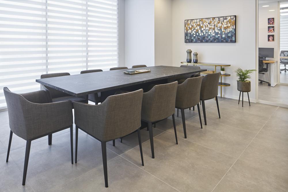 שולחן ישיבות / ענבל חן