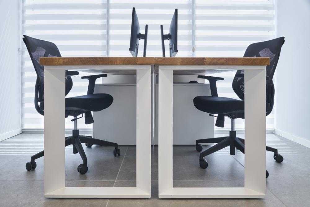 שולחן עבודה / ענבל חן
